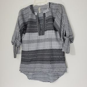Live 4 truth black/white blouse, Size small